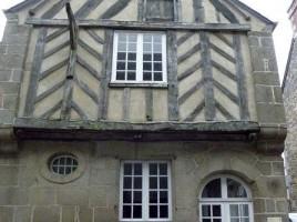 Bazouges-la-Pérouse_(35)_Maison_ancienne,_rue_de_l'église