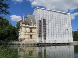 Château_d'Azay-le-Rideau_en_restauration_façade_sud