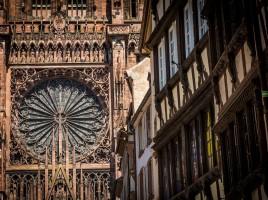 Strasbourg_grande_rosace_cathédrale_Notre-Dame_juin_2015-1024x682