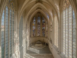 1024px-Interior_of_Sainte_Chapelle,_Vincennes_140308_1