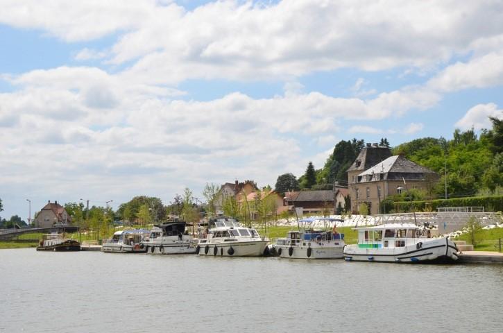 apercu-de-la-halte-fluviale-depuis-la-berge-opposee-credit-ville-de-sarralbe-2015