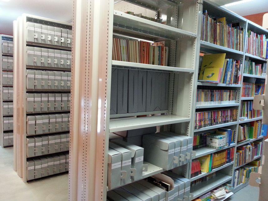 Les milliers de documents d'archives amassés par Paul Faucher sont soigneusement conservés dans une pièce dédiée à la médiathèque de Meuzac © Radio France - Nathalie Col