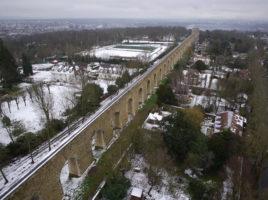 Aqueduc_de_Louveciennes,_aerial_winter_view