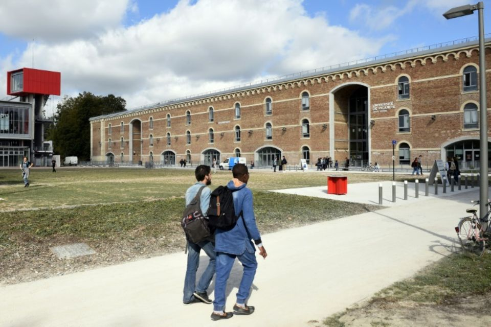 1177235-des-etudiants-arrivent-le-19-novembre-2018-a-l-universite-de-picardie-installee-desormais-dans-la-ci